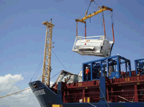 Removal of the containers. Source Darwin Port Corporation.