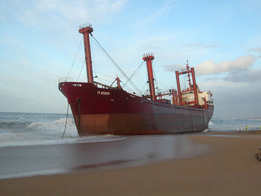 TK Bremen grounded on Erdeven beach
