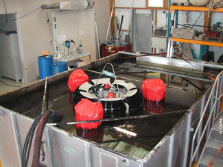 Testing a skimmer at Cedre's facilities