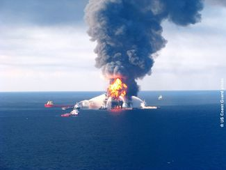 2010 - Deepwater Horizon rig on fire