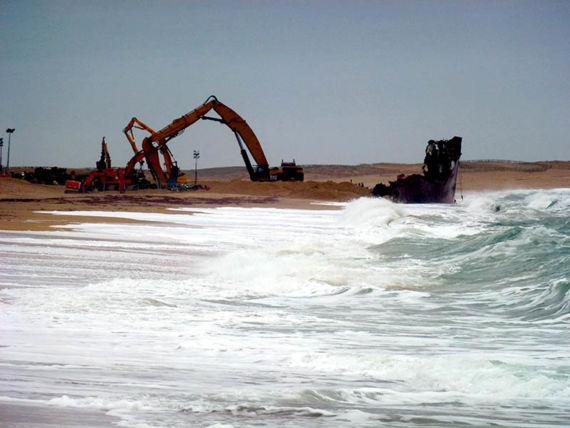 Dismantling the wreck of the TK Bremen, January 2012. © Cedre.