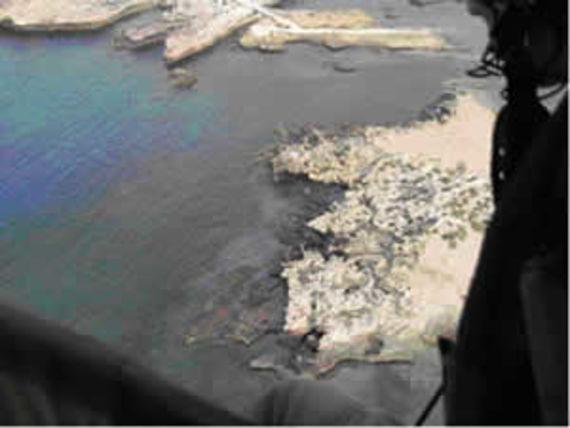 Dépôt continu au large de Tripoli en juillet 2006 (Source : Marine nationale.)