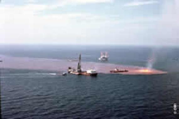 La plate-forme offshore Ixtoc 1 en feu