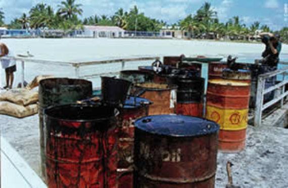 Fûts de pétrole ramassé