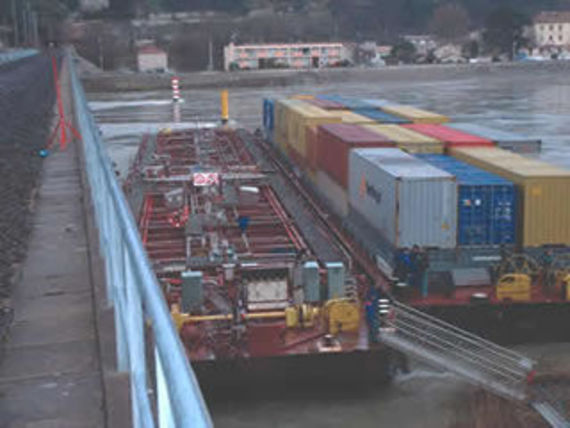 Accident of a barge transporting benzene, La Voulte, 2004
