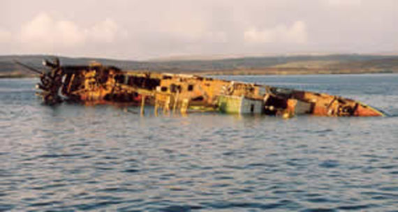 Le Borodinskoye Polye en train de couler au large des Iles Shetland