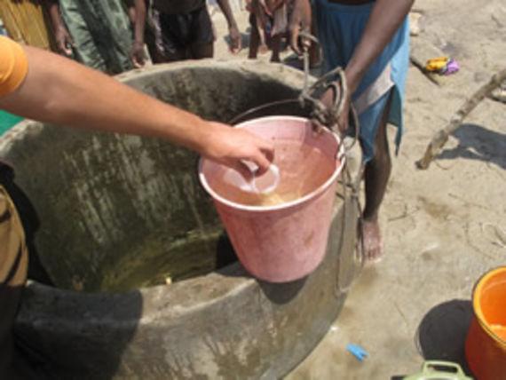 Prélèvement d'eau au niveau d'un puits littoral