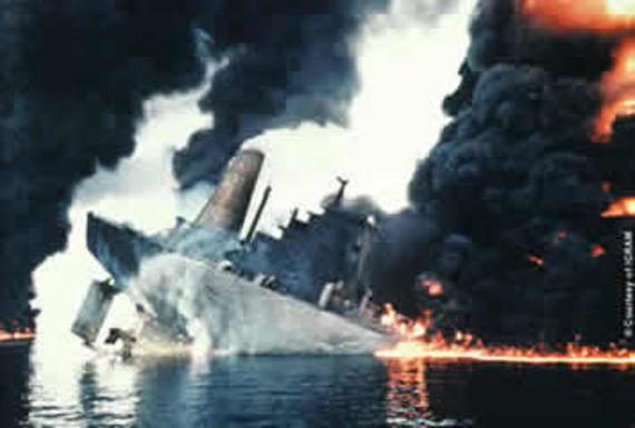 La partie arrière du Haven en feu au milieu du Golfe de Gènes