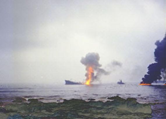 Le Jakob Maersk en feu (Source www.fotopt.net)