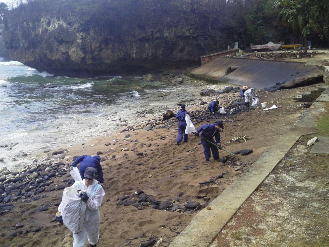 Nettoyage à terre (Source : AMSA)